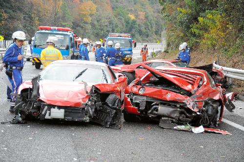 【フェラーリが…】悲惨、フェラーリ事故・破壊!